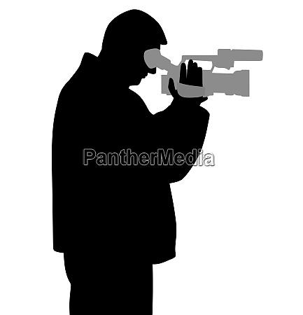 uomo con videocamera che guarda attraverso