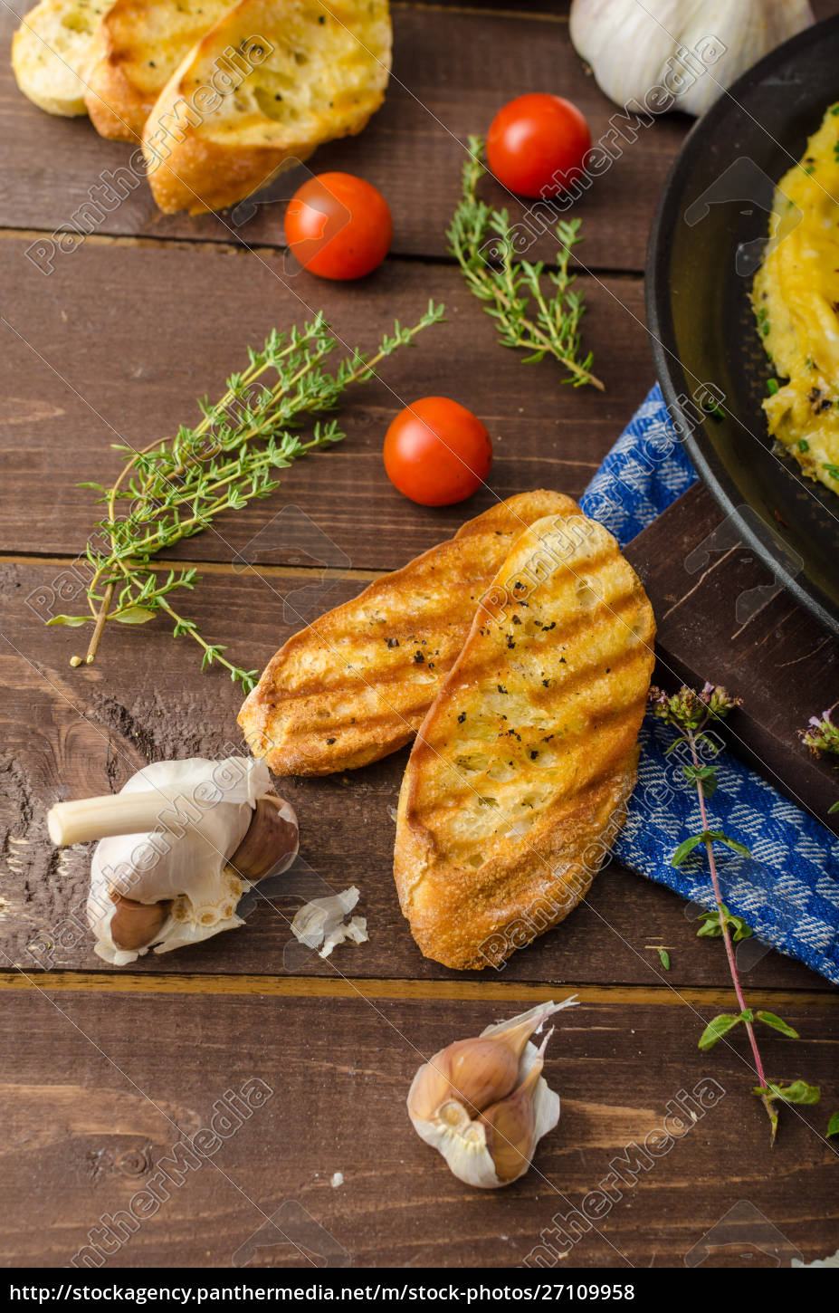 herb, omelette, with, chives, and, oregano - 27109958