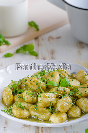 pesto gnocchi garlic and fresh herbs