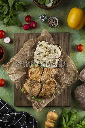 panino di pollo aperto