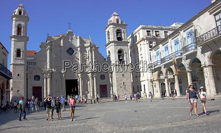 havana cuba assorted tourists exploring plazas