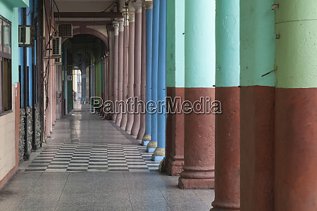 cuba havana repeating columns of an