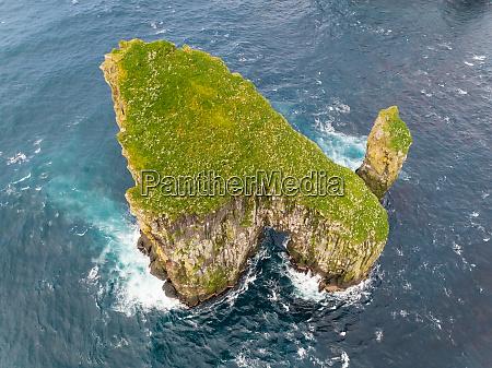 veduta aerea della formazione rocciosa isolata