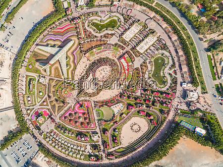 veduta aerea dellinsolito dubai miracle garden