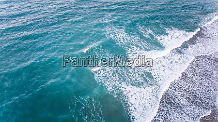 veduta aerea del mare in brasile