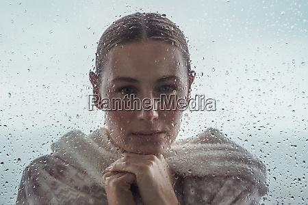 ritratto autentico di una ragazza calma
