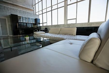 tavolo di vetro da divano bianco