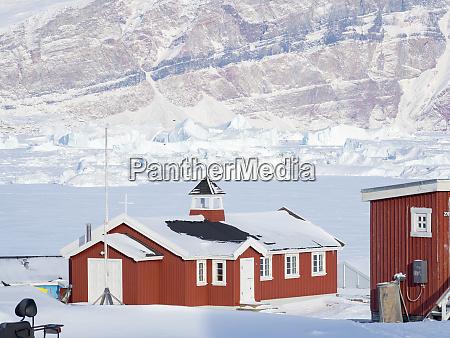 the fishing village saatut during winter