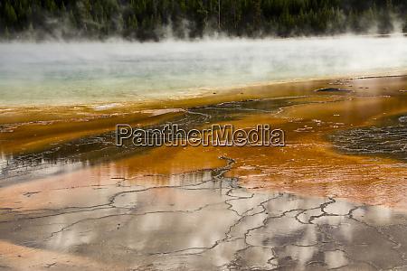 grand prismatic spring middle geyser basin
