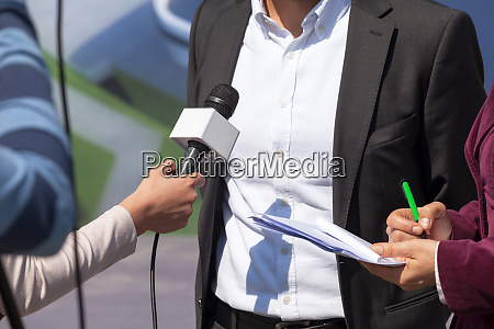 tv interview news conference journalist