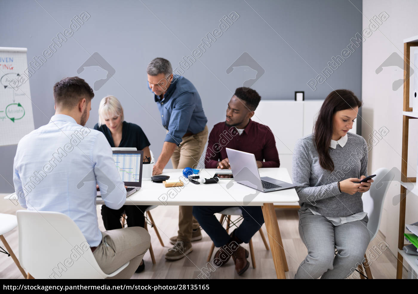 donna, d'affari, distratta, in, riunione - 28135165