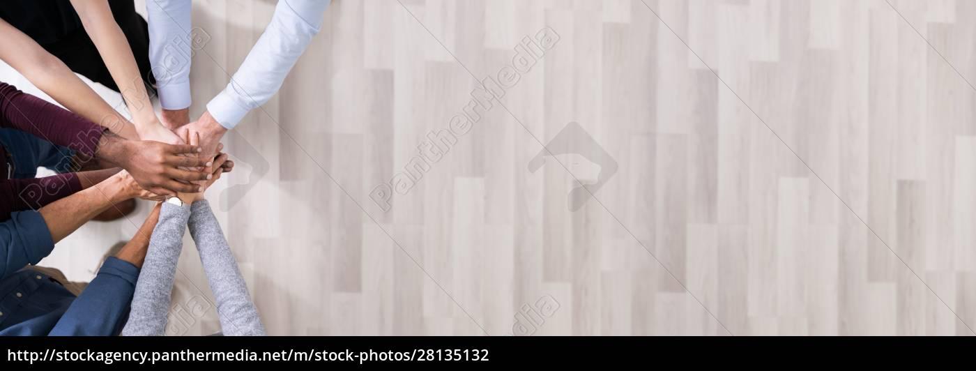 mani, in, pila, che, simboleggiano, lo - 28135132