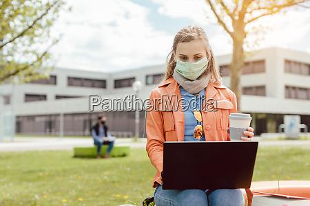 apprendimento degli studenti nel campus universitario