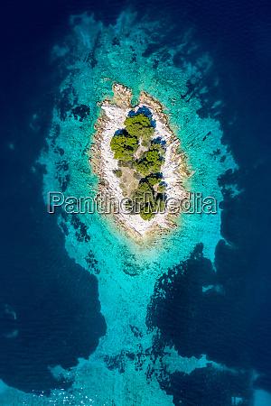 veduta aerea dellisola di otocic krbelica