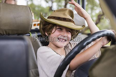 sorridente bambino di sei anni sul