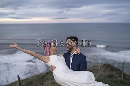 coppia nuziale sul punto di vista