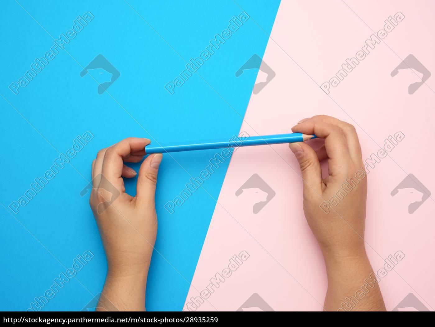 due, mani, femminili, tenere, una, matita - 28935259