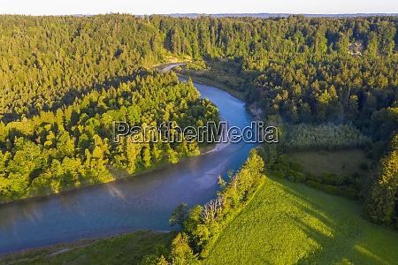 vista drone del fiume isar che