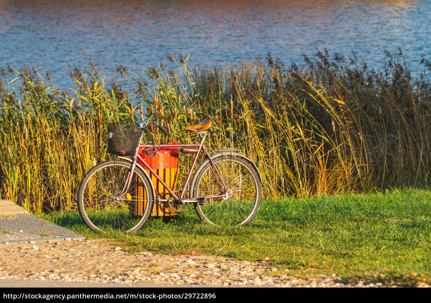 bicycle, standing, on, the, lake, bank - 29722896