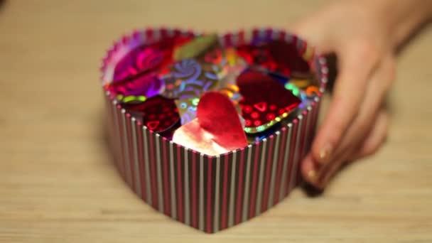rosso sfondo regalo bella di compleanno