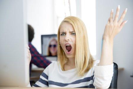informatica attivita commerciali ragazza femmina persone